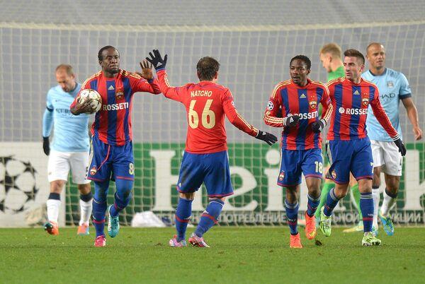 Футболисты ЦСКА Сейду Думбия, Бибрас Натхо, Ахмед Муса и Зоран Тошич (слева направо) радуются голу в ворота Манчестер Сити