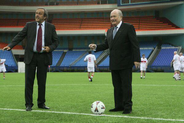 Президент УЕФА Мишель Платини и президент ФИФА Йозеф Блаттер (слева направо)