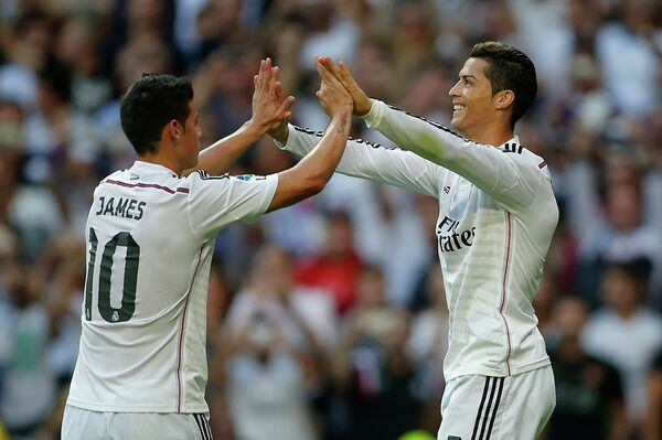 Полузащитник мадридского Реала Хамес Родригес и нападающий сливочных Криштиану Роналду (слева направо)