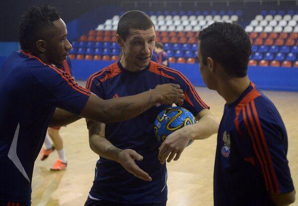 Игроки сборной России Пула, Владислав Шаяхметов и Робиньо (слева направо)