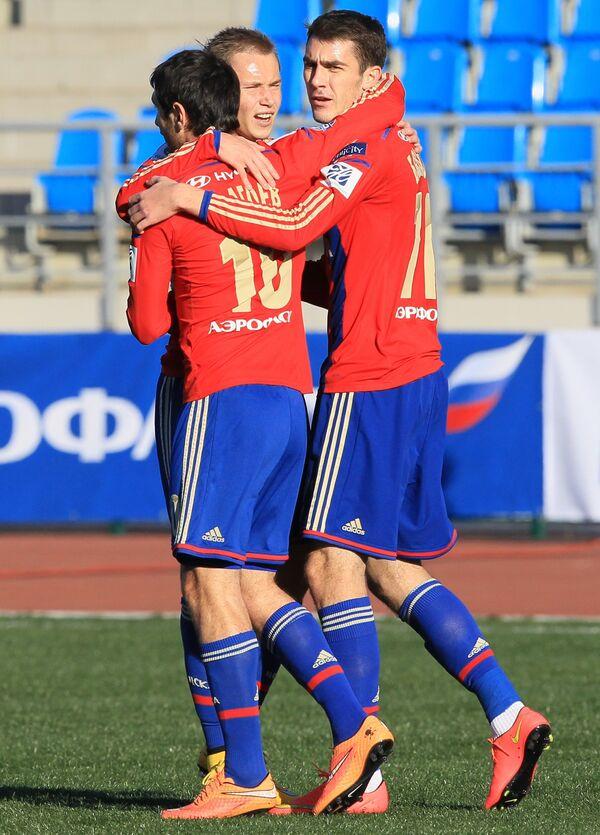 Игроки ЦСКА Алан Дзагоев, Дмитрий Ефремов, Константин Базелюк (слева направо)