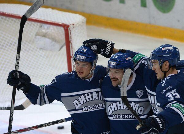 Игровой момент матча Динамо (Москва) - Авангард