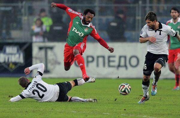 Игровой момент матча Торпедо - Локомотив