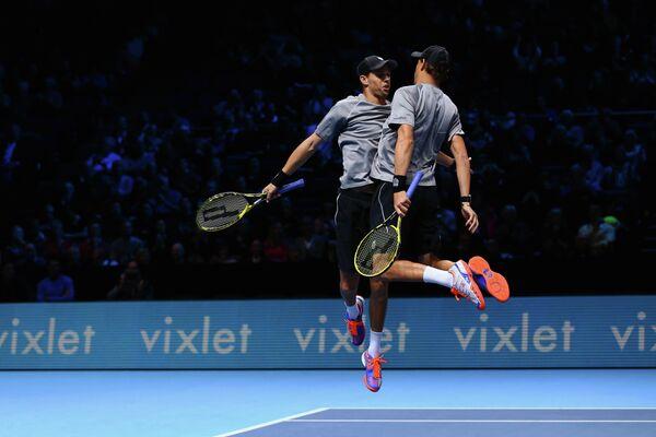 Братья Брайан после победы в матче итогового турнира ATP