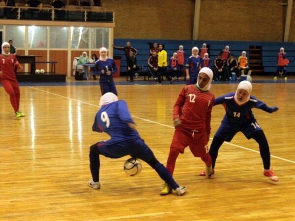 Игровой момент матча женских мини-футбольных сборных России и Ирана