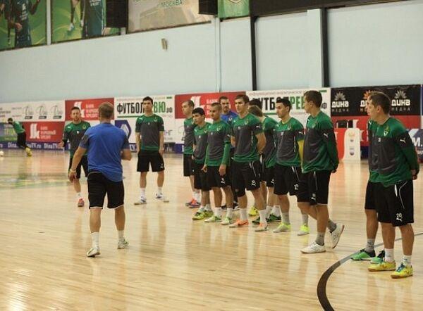 Футболисты мини-футбольного клуба Дина
