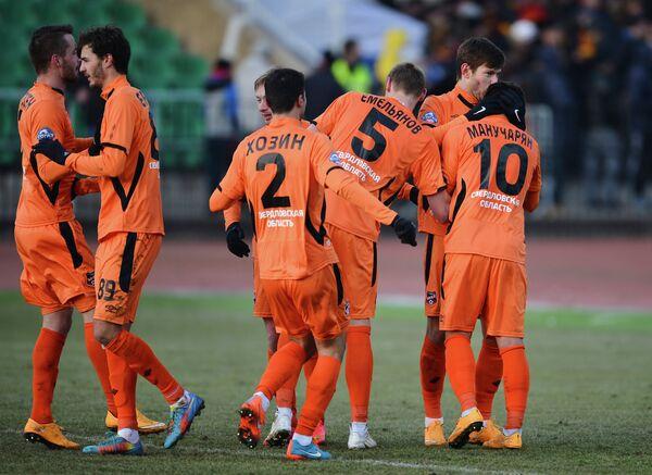 Игроки Урала радуются забитому голу