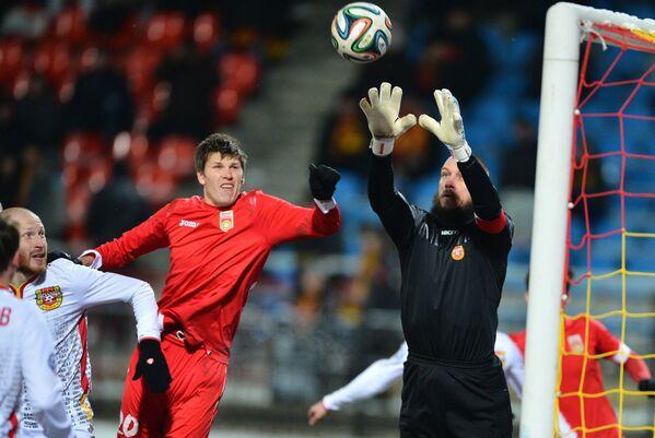 Вратарь Арсенала Александр Филимонов (справа)