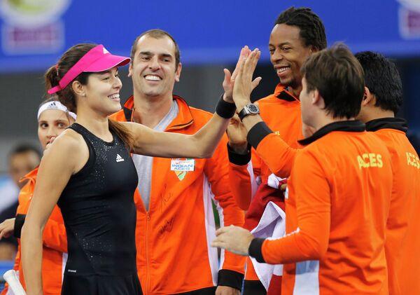 Сербская теннисистка Ана Иванович и команда теннисной премьер-лиги UAE Royals