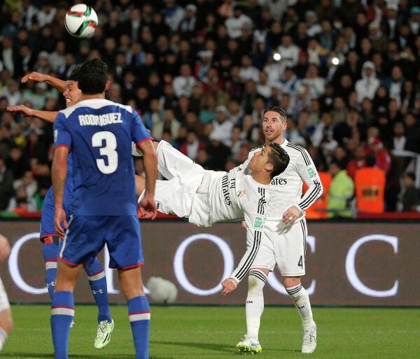 Игровой момент матча Крус Асуль - Реал