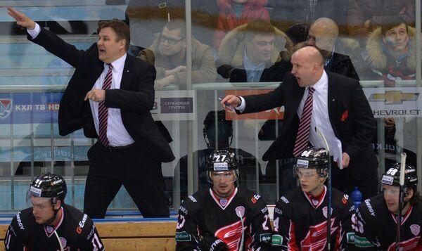 Эдуард Занковец (справа на втором плане)