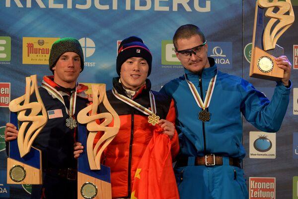 Слева направо: Алекс Боуэн (США), завоевавший серебряную медаль, Ци Гуанпу (Китай), завоеваший золотую медаль, и Максим Густик (Белоруссия), завоевавший бронзовую медаль.