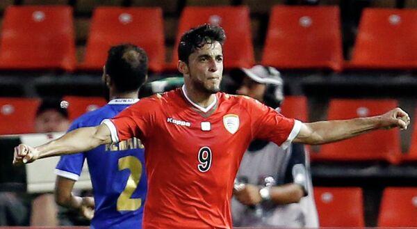 Нападающий сборной Омана Абдулазиз Аль-Мукбали