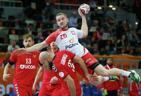 Игровой момент матча чемпионата мира по гандболу среди мужчин Россия - Польша