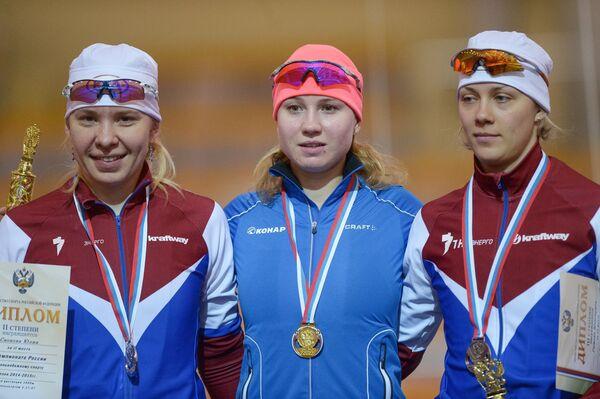 Призеры забега среди женщин на 1000 метров/ 5000 метров на чемпионате России по конькобежному спорту
