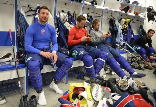 Капитан команды Запад Илья Ковальчук (слева)