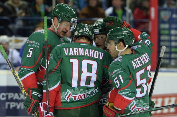 Хоккеисты Ак Барса - Динамо (Москва)