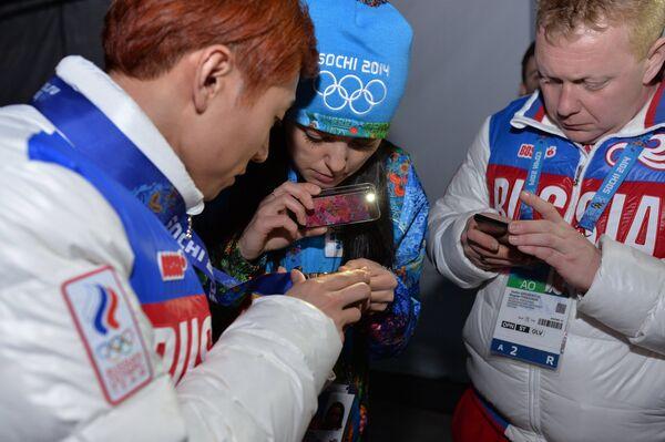 Виктор Ан (слева)