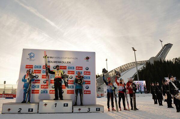Евгений Гараничев (Россия) – 2-е место, Мартен Фуркад (Франция) – 1-е место, Сергей Семенов (Украина) – 3-е место, Яков Фак (Словения) – 4-е место, Беньямин Вегер (Швейцария) – 5-е место, Йоханнес Бё (Норвегия) – 6-е место (слева направо)