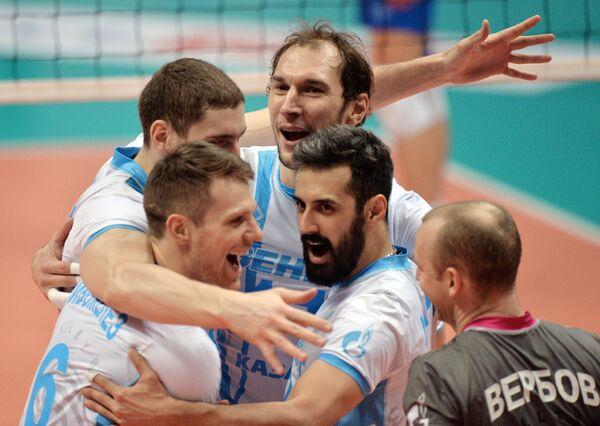 Волейболисты Зенит-Казань радуются выигранному очку