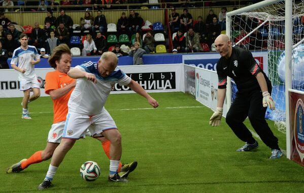 Тобиас Рау, Сергей Кирьяков и вратарь команды Нидерландов Патрик Томассен (слева направо)