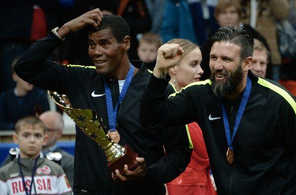 Футболисты сборной Звезд Алдаир (слева) и Венсан Кандела