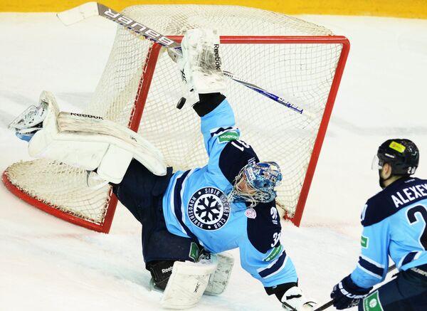 Игровой момент матча Сибирь - Салават Юлаев