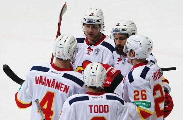 Хоккеисты Йокерита радуются заброшенной шайбе