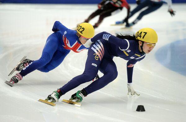 Элис Кристи и Сим Сук Хи (слева направо)