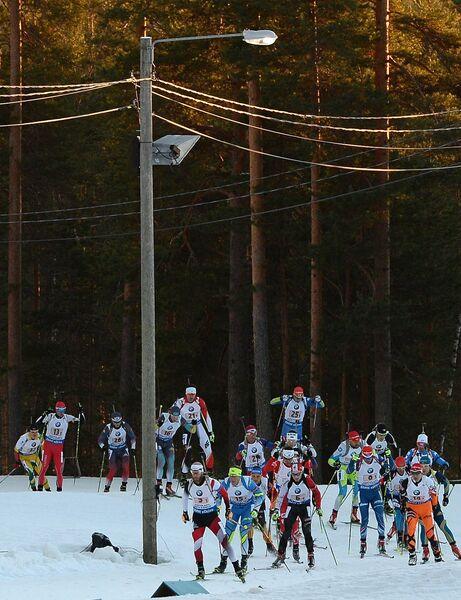 Биатлонисты на дистанции эстафеты среди мужчин на чемпионате мира по биатлону в финском Контиолахти