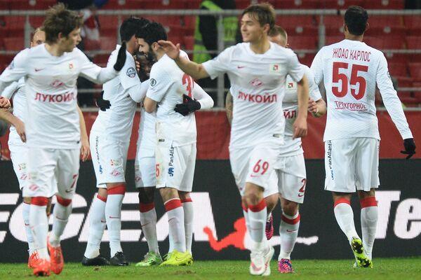 Игроки Спартака празднуют гол в ворота Торпедо