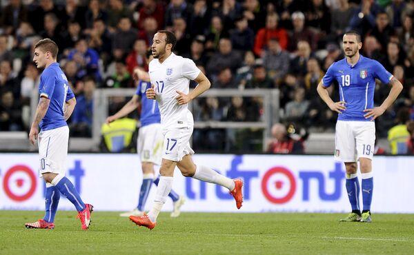 Игровой момент матча Англия - Италия