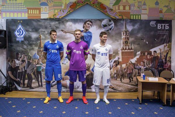 Футболисты московского Динамо Егор Данилкин, Игорь Лещук и Александр Ташаев (слева направо)