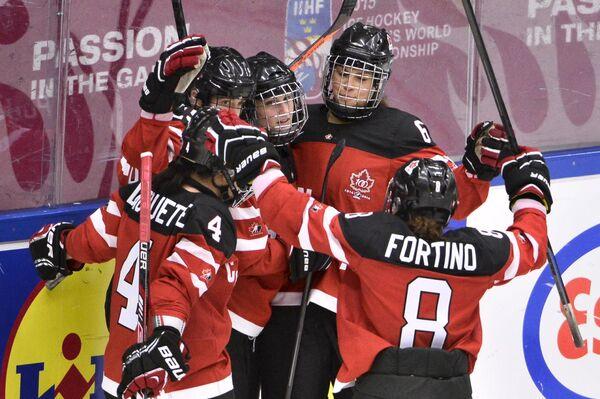 Игроки женской сборной Канады по хоккею