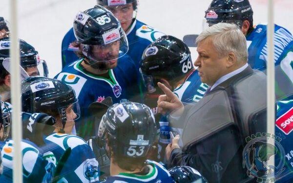 Павел Езовских (справа)