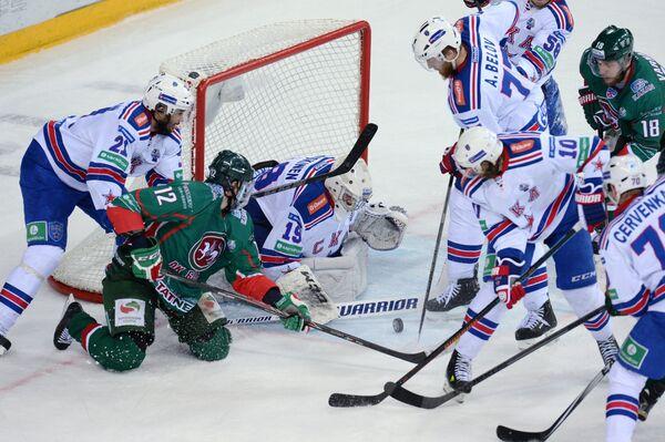 Игровой момент матча Ак Барс - СКА