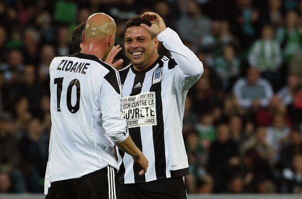 Зинедин Зидан и Роналдо (слева направо)