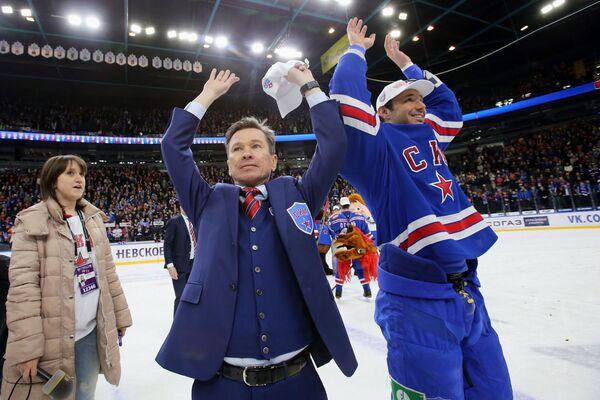 Вячеслав Быков (в центре) и Илья Ковальчук