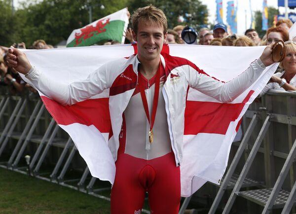 Британский велогонщик Алекс Даусетт