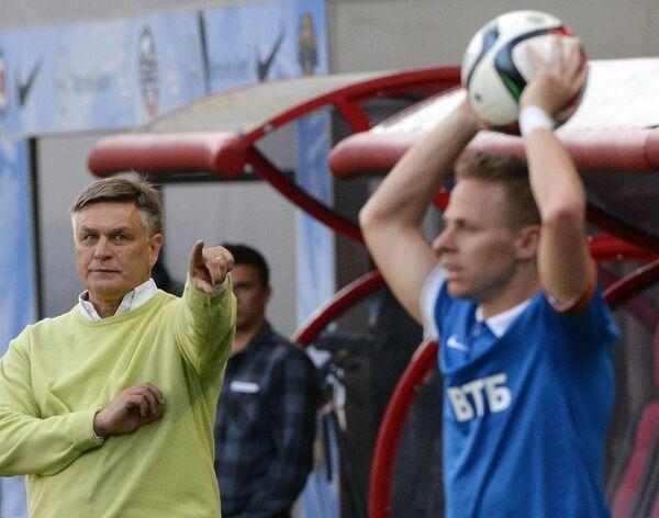 Главный тренер Торпедо Валерий Петраков (слева) и полузащитник Динамо Балаж Джуджак