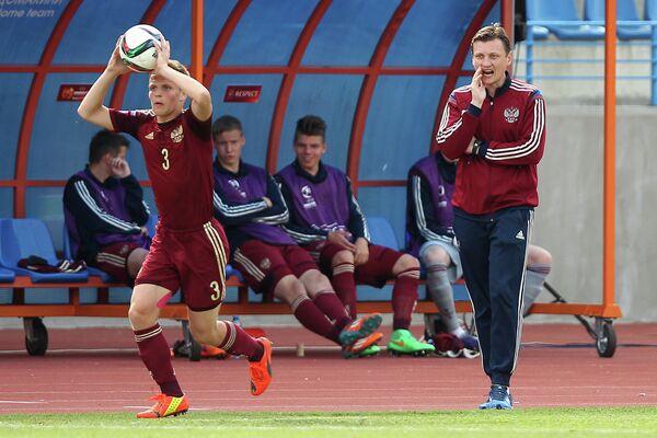 Защитник юношеской сборной России Константин Котов и главный тренер Михаил Галактионов (слева направо)