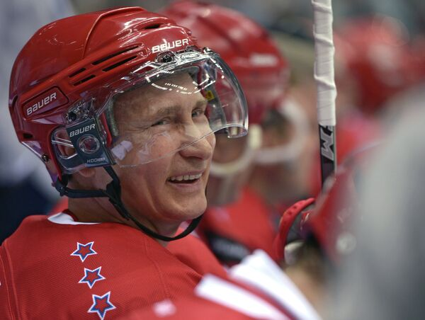 Президент России Владимир Путин в гала-матче турнира Ночной хоккейной лиги в Сочи