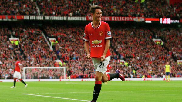 Полузащитник Манчестер Юнайтед Андер Эррера радуется забитому мячу
