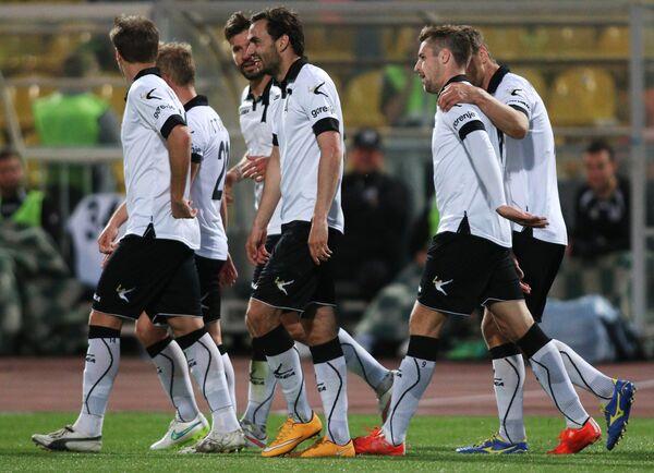 Игроки Торпедо радуются забитому мячу