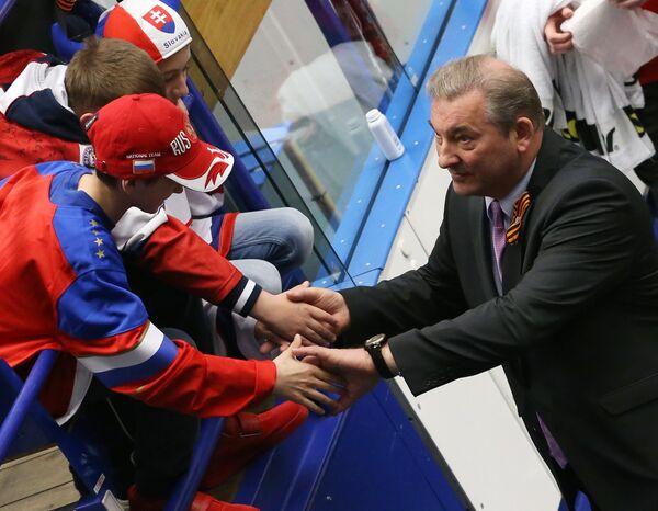 Президент федерации хоккея России Владислав Третьяк (справа)