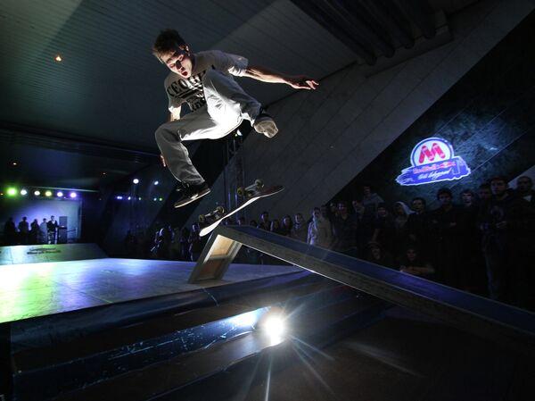 Участники первого чемпионата по скейтбордингу Red Bull Skate Underground