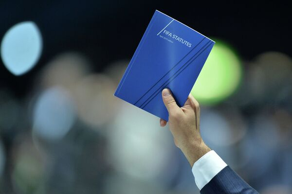 Голосование во время выборов президента ФИФА в рамках 65-го Конгресса ФИФА в Цюрихе.