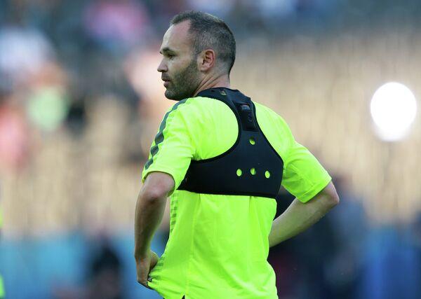Полузащитник Барселоны Андрес Иньеста во время тренировки