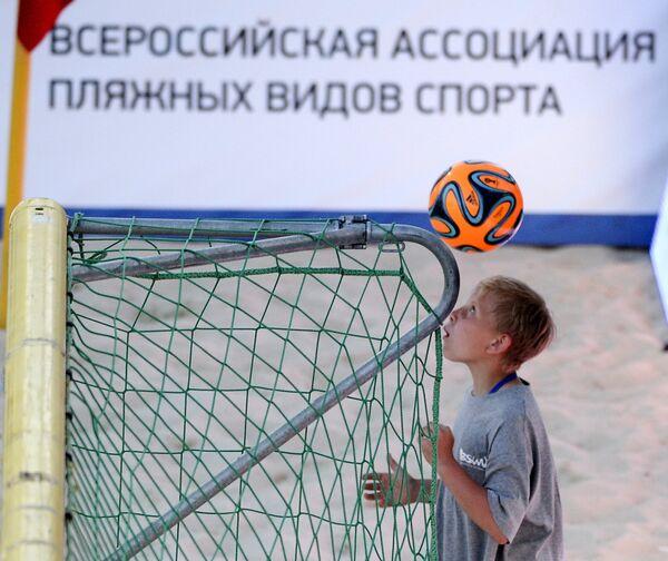 Во время матча этапа Евролиги по пляжному футболу между сборными командами России и Польши