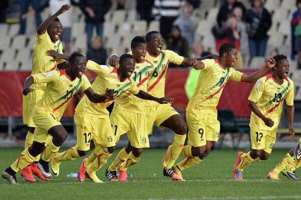 Футболисты молодежной сборной Мали